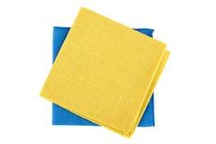 Guardanapo amarelos e azuis de matéria têxtil no branco Fotografia de Stock Royalty Free