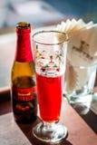 Guardanapo da cerveja do fruto e de vidro de cerveja e os de papel Imagens de Stock