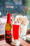 Guardanapo da cerveja do fruto e de vidro de cerveja e os de papel Fotografia de Stock Royalty Free