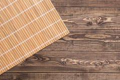 Guardanapo de bambu na tabela de madeira Vista superior Imagens de Stock Royalty Free
