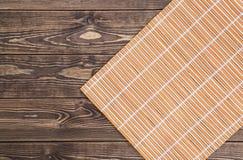 guardanapo de bambu no fundo de madeira Vista superior Foto de Stock Royalty Free