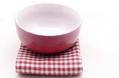 Guardanapo de pano e bacia da cozinha Imagem de Stock Royalty Free