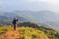 Guardando alla natura fotografia stock