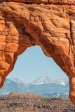 Guardando attraverso l'arco delicato, arché N P Fotografia Stock