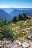 Guardando del sud dalla sella del culmine per montare Adams, WA Fotografia Stock Libera da Diritti