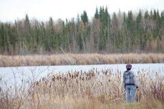 Guardando fuori sopra un lago, Alberta Fotografie Stock