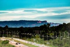 Guardando giù la strada principale nella città di Bueng Kan, Bueng Kan Thailand t immagini stock libere da diritti