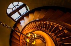 Guardando giù una scala a chiocciola nella biblioteca di Handley, Winchest Fotografie Stock