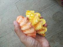 Guardando moluscos alaranjados e amarelos fotografia de stock royalty free