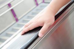 Guardando o corrimão da escada rolante Imagem de Stock Royalty Free
