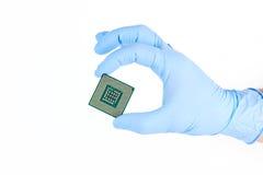 Guardando o processador poderoso pequeno do computador Foto de Stock