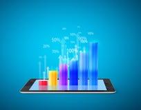 Guardando o tablet pc com gráfico Foto de Stock Royalty Free