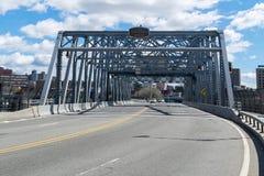 Guardando verso l'est attraverso il ponte della via di the145th, conducente dal Bronx a Harlem in Manhattan superiore immagine stock libera da diritti