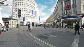 Guardando verso la fiera equina, vista dal Haymarket, quarto di compera in Bristol City Centre stock footage