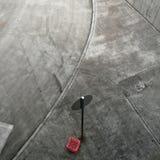 Guardar dall'alto in bassoe pavimentazione in calcestruzzo e strada Fotografie Stock Libere da Diritti