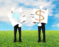 Guardar 2 enigmas com ideia é conceito do dinheiro Fotos de Stock