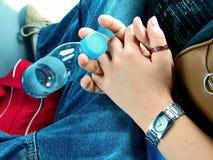 Guardarando as mãos Fotografia de Stock