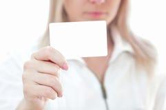 Guardarando um cartão vazio Fotos de Stock Royalty Free