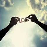 Guardarando um corte de papel do amor Imagem de Stock