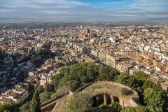 Guardare dall'alto in basso la città di Granada da Alhambra, la Spagna Immagini Stock Libere da Diritti