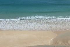 Guardare dall'alto in basso la spiaggia di Pedn Vounder Fotografie Stock Libere da Diritti