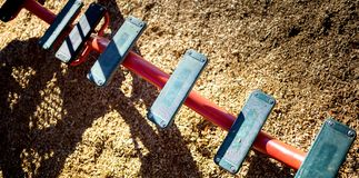 Guardare dall'alto in basso le scale dell'equilibrio del parco del gioco Fotografie Stock