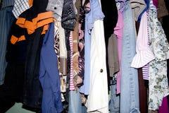 Guardarropa de la ropa de la segunda mano Fotografía de archivo libre de regalías
