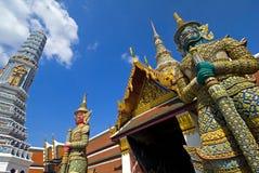 Guardas magníficos del palacio - Bangkok foto de archivo