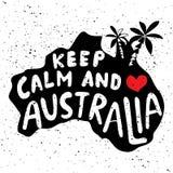 Guarde la calma y el amor Australia Cartel tipográfico con las letras a mano foto de archivo