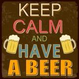 Guarde la calma y tenga un cartel de la cerveza Fotografía de archivo