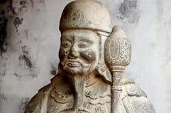 Guarde la estatua en el templo de la literatura en Hanoi, Vietnam fotos de archivo libres de regalías