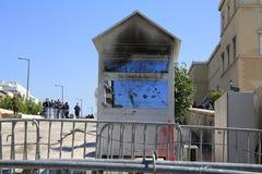 Guardhouse queimado na frente do parlamento Imagens de Stock Royalty Free