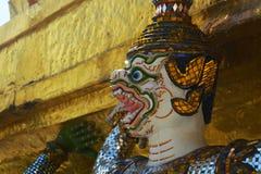 Guardião do demônio no grande palácio Banguecoque Tailândia imagens de stock royalty free