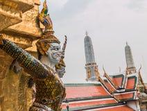 Guardião gigante no templo de Wat Phra Kaew Fotos de Stock