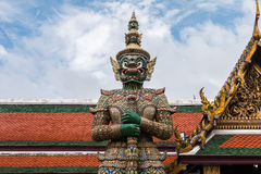 Guardião gigante verde no templo de Wat Phra Kaew Fotografia de Stock