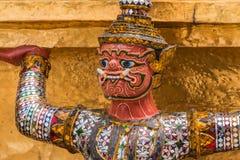 Guardião gigante vermelho no templo de Wat Phra Kaew Fotos de Stock Royalty Free