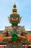 Guardião verde do demónio do templo de Wat Phra Kaew fotos de stock