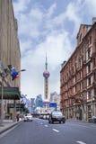 Guardi da parte a parte sulla torre orientale della perla, Shanghai, Cina Fotografie Stock Libere da Diritti
