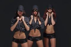 Guardia atractivo de tres muchachas Foto de archivo
