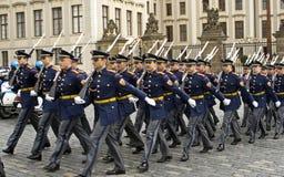 Guardia de honor en vestido lleno Imágenes de archivo libres de regalías