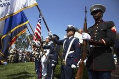 Guardia de honor militar en el evento conmemorativo anual del cementerio nacional de Los Ángeles, el 26 de mayo de 2014, Californ Foto de archivo