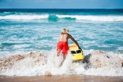 Guardia de vida que corre en el océano Fotos de archivo