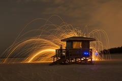 Guardia de vida Stand Light Painting en la playa Imagen de archivo libre de regalías