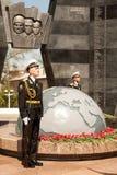 Guardia del honor en el gran monumento de guerra patriótico el 9 de mayo Victory Day Foto de archivo libre de regalías
