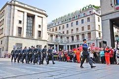Guardia di Finanza que marcha en desfile oficial Foto de archivo