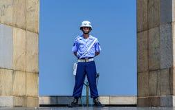 Guardia di onore dell'aeronautica brasiliana che custodice fiamma eterna al monumento nazionale ai morti nella seconda guerra mon Immagine Stock Libera da Diritti