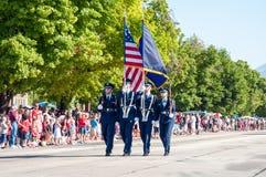 Guardia di onore della bandiera di parata di festival di libertà Immagini Stock