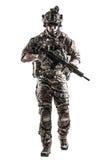 Guardia forestale dell'esercito americano con l'arma fotografia stock