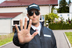 Guardia giurata Making Stop Gesture immagine stock libera da diritti