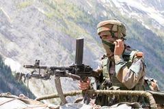 Guardia indio de la frontera en Himalaya de Cachemira La India Imagen de archivo libre de regalías